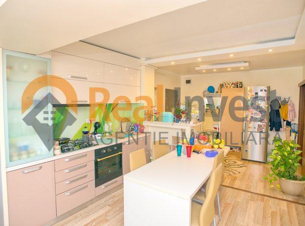 Vanzare apartament 3 camere renovat complet, vedere la Dunare