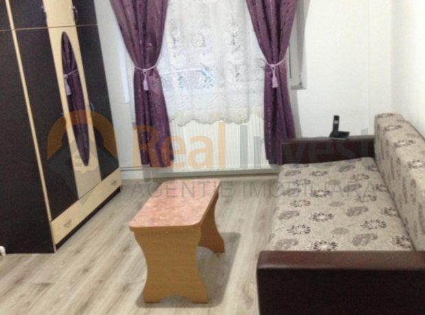 Inchiriez apartament 3 camere Micro 17