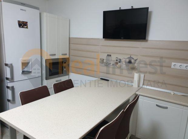 De închiriat apartament decomandat cu 4 camere, Micro 17