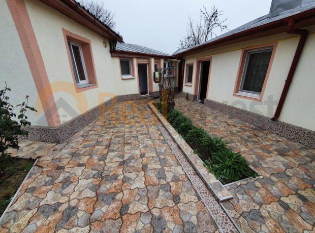 De vânzare casă cu teren 800 mp în oraș