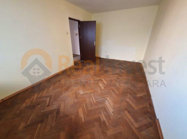 De vânzare apartament cu 2 camere decomandat M20